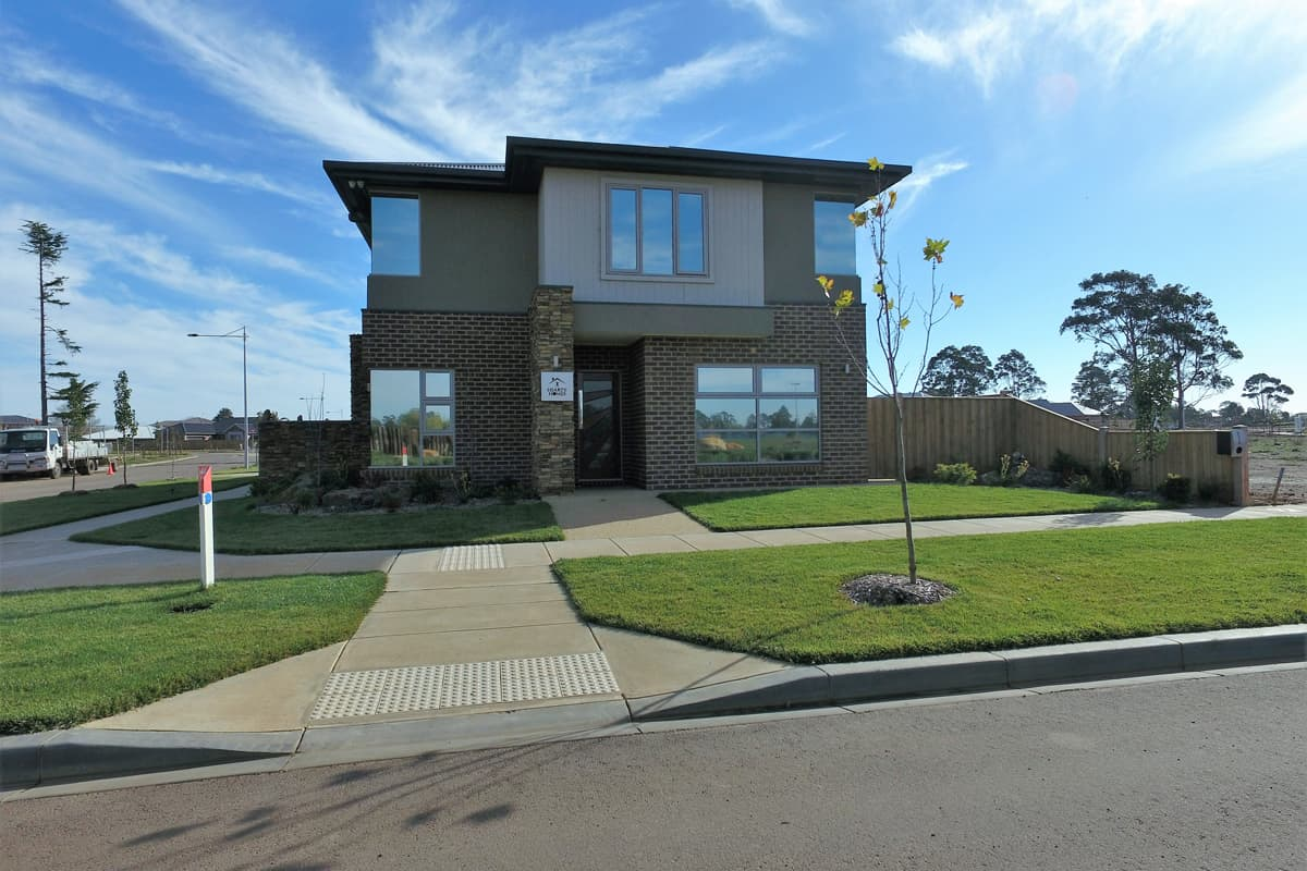 hearty-homes-display-exterior